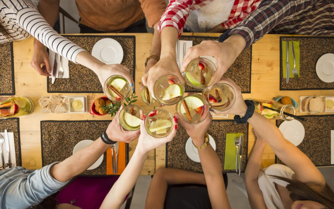 The Dos and Don'ts of Dining with a Large Group